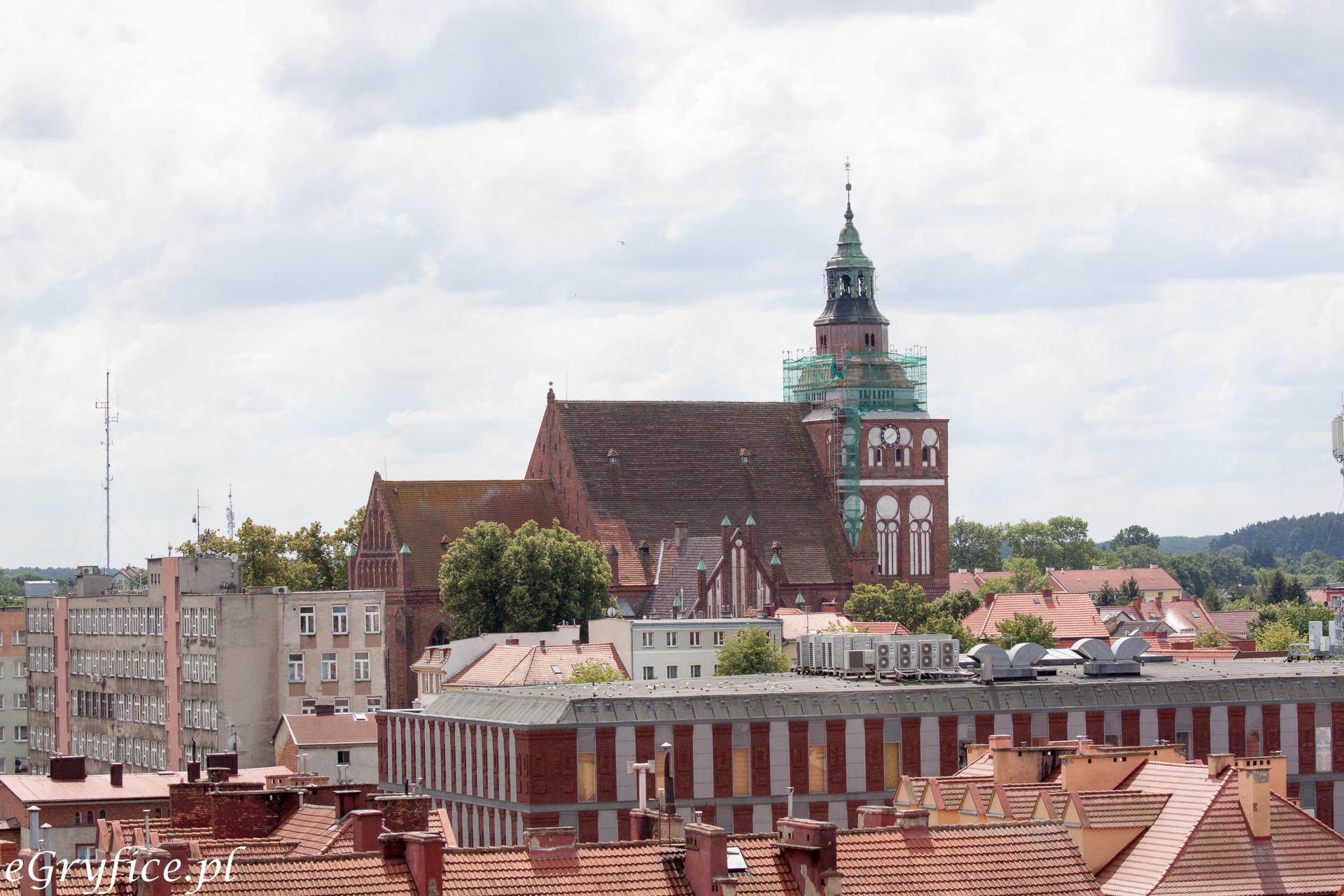 Kościół Mariacki w Gryficach górujący nad miastem