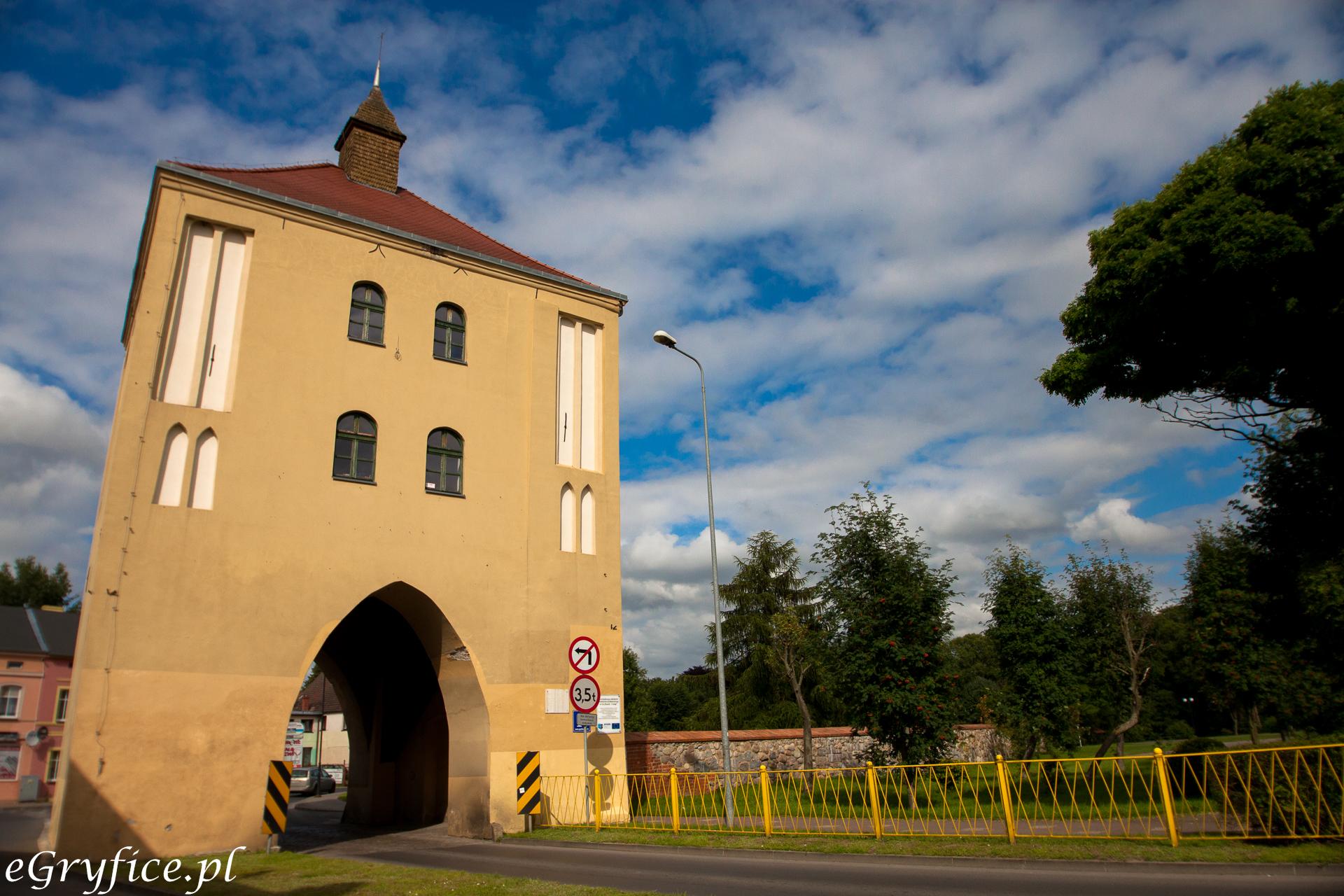 Brama Wysoka w Gryficach, niegdyś broniąca wjazdu do miasta od strony Płotów