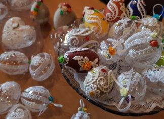 Kiermasz Wielkanoccny w Gryfickim Domu Kultury, marzec 2018, własnoręcznie robione ozdoby wielkanocne