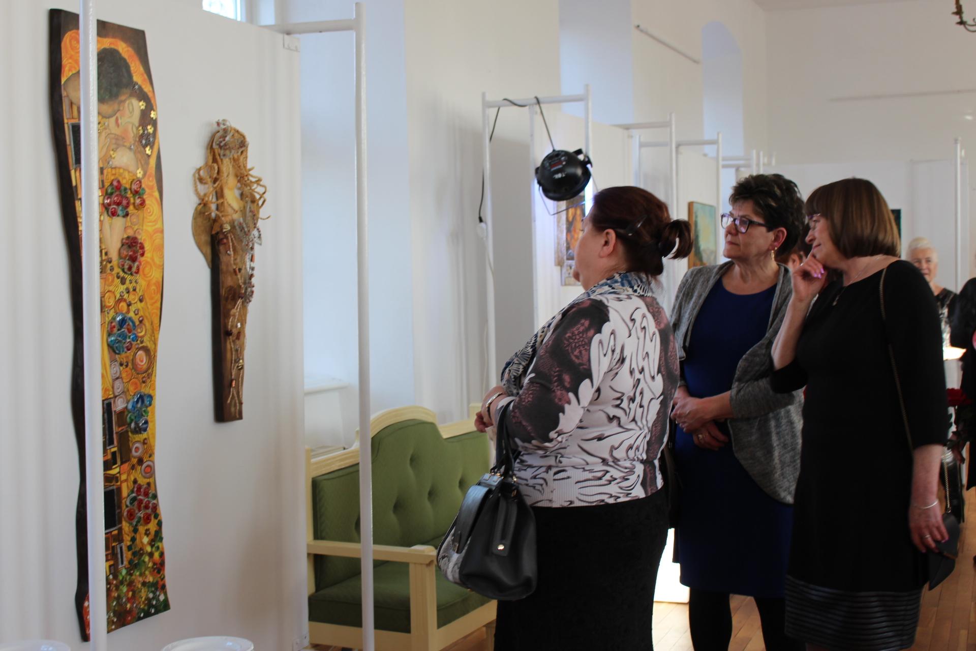 """""""Piękno nieodkryte"""" - otwarcie nowej wystawy w Trzebiatowskim Ośrodku Kultury"""