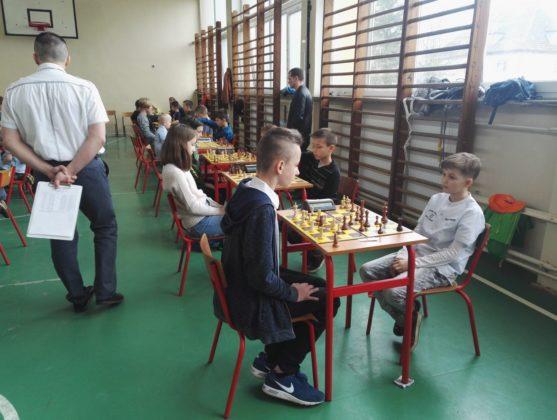 VII Turniej o Nagrodę Mądrej Sowy - Gryfice 2018, zawody szachowe dzieci w Gryficach na sali gimnastycznej SP3