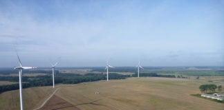 Projekty farm wiatrakowych zamiast korzyści przynoszą ogromne straty finansowe.