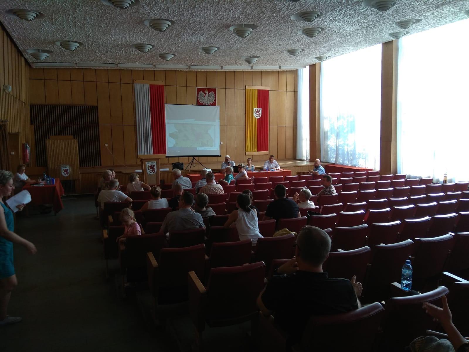 Spotkanie w sprawie gryfickiej obwodnicy zgromadziło wielu zainteresowanych mieszkańców. Którą drogą będzie przebiegała obwodnica zależy od władz wojewódzkich i samorządowych.