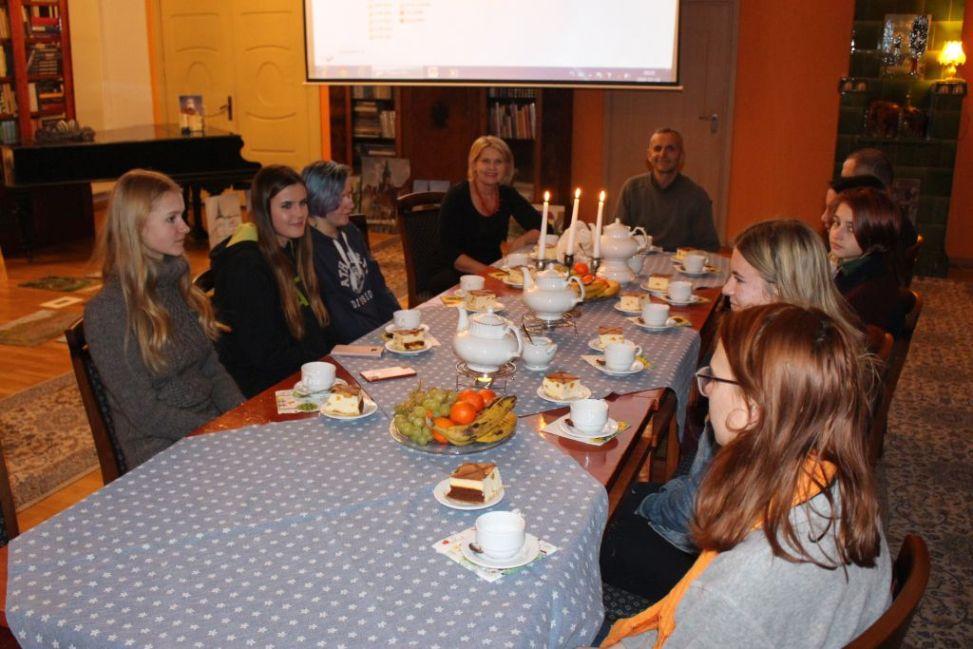 Grupa Julka przybyła do Trzebiatowa, aby wziąć udział w plenerze malarskim.