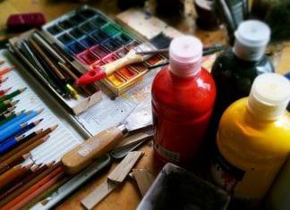"""Gryficki Dom Kultury zaprasza na wernisaż poplenerowej wystawy malarskiej, autorstwa uczestników warsztatów """"IV Letniej Szkoły Seniorów"""""""