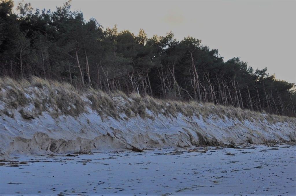 Po sztormie niestety ubyło wydm. Fot. Port Morski w Mrzeżynie.
