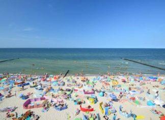 Na plaże w Rewalu powróciło słońce - a wraz z nim plażowicze! Fot. Rewal.pl