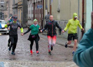 Lokomotywa Uśmiechu w Połczynie Zdroju, 10. 09 2019 r. Deszcz nie odstraszył biegaczy! Fot. Facebook