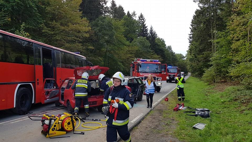 Ćwiczenia strażaków na drodze koło Słudwi. Fot. OSP Płoty.