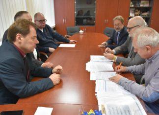 Podpisanie umowy na przebudowę dróg Zapolice-Sadlno oraz Otok