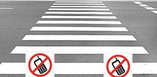 telefon komórkowy na pasach