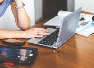 laptop kobieta