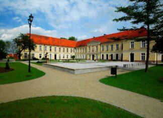pałac trzebiatów