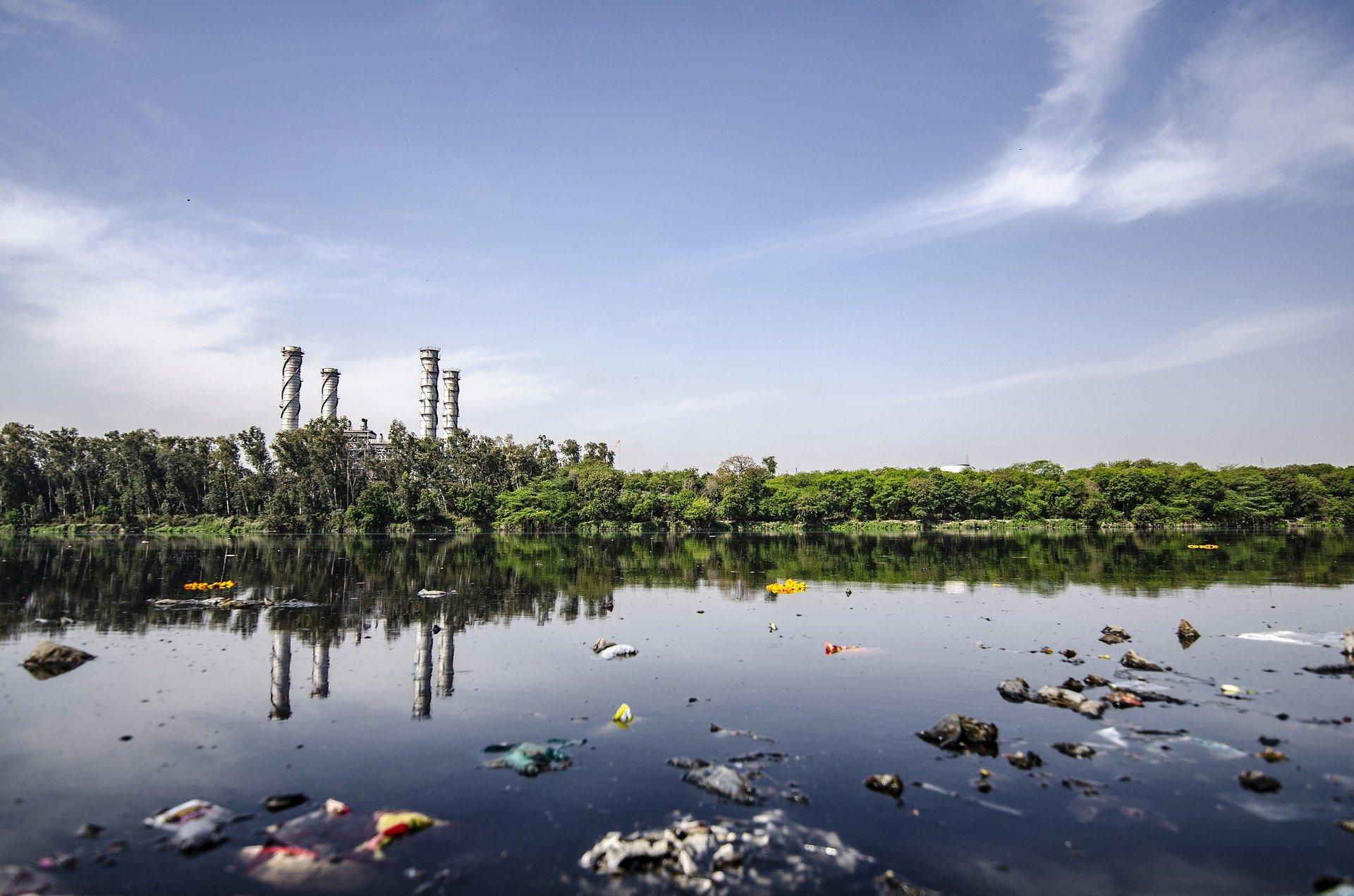 Destylacja jest szczególnie potrzebna wtedy, gdy woda wykorzystywana do poboru wody do picia w naszym miejscu zamieszkania jest zanieczyszczona odpadami przemysłowymi lub rolniczymi